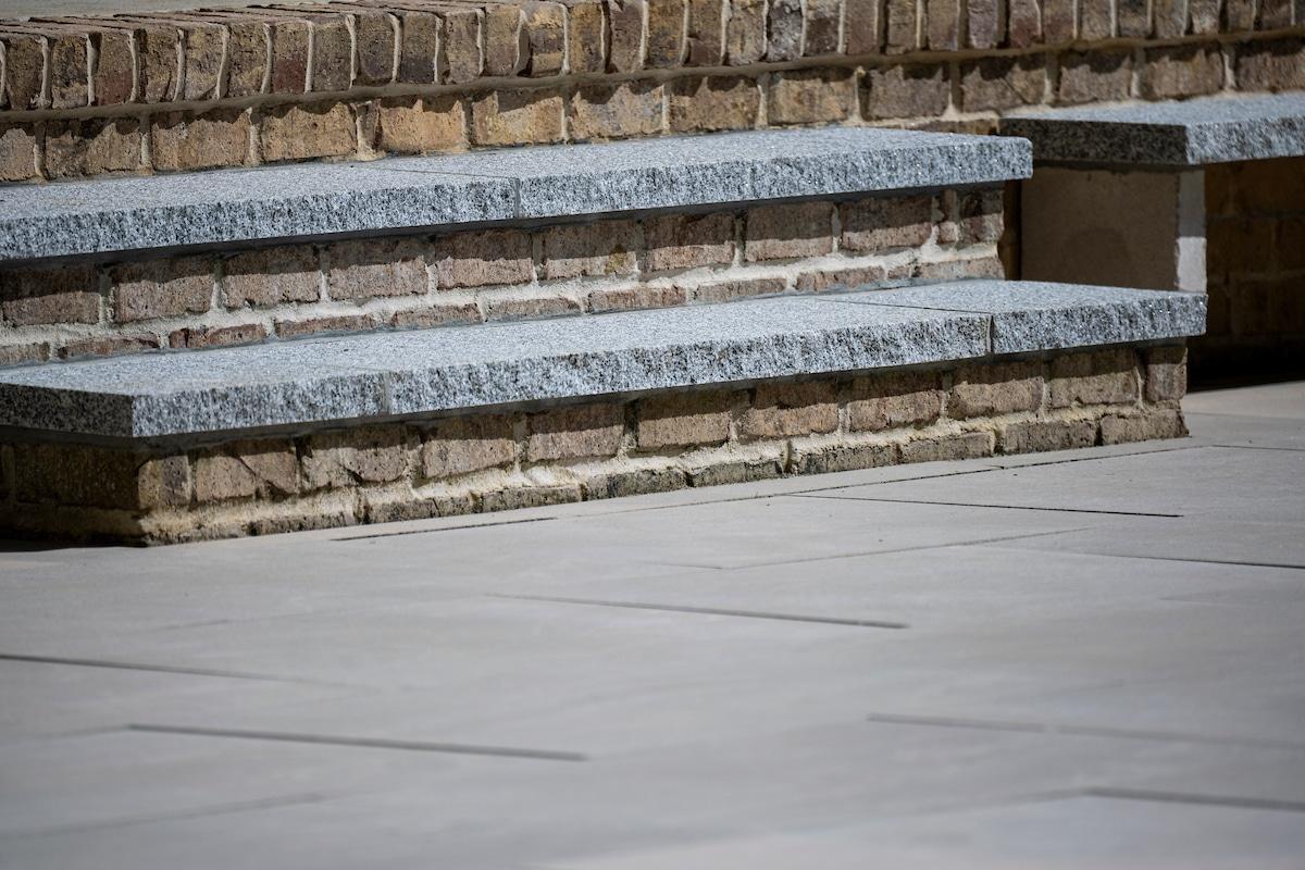 woodbury-gray-granite-stair-treads